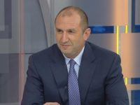 Владимир Каролев: Рейтингът на Румен Радев навярно вече е 90%, след като наби каската на Ердоган