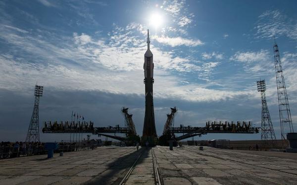 Русия набира космонавти за полет до луната