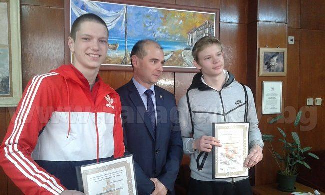 16 годишните Никита Соловьов и Юрий Атанасов спасиха жена от грабеж на 8 март в Бургас