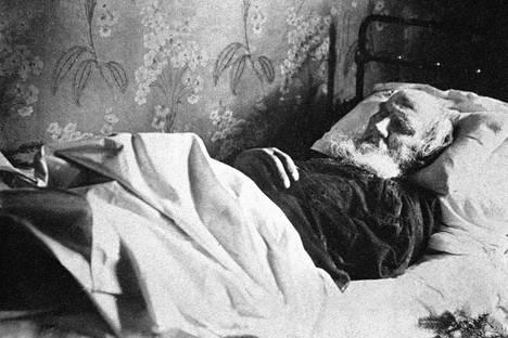 Лев Толстой на смъртния си одър. Снимка: РИА Новости