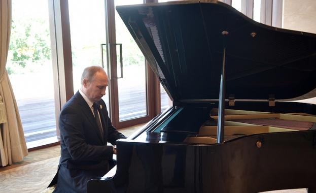 Путин демонстрира музикалния си талант (видео)