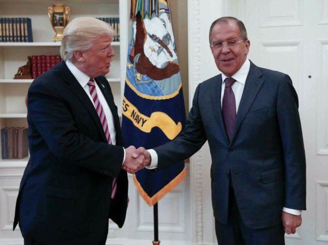 Белият дом разгневен от публикувани снимки на срещата Тръмп – Лавров