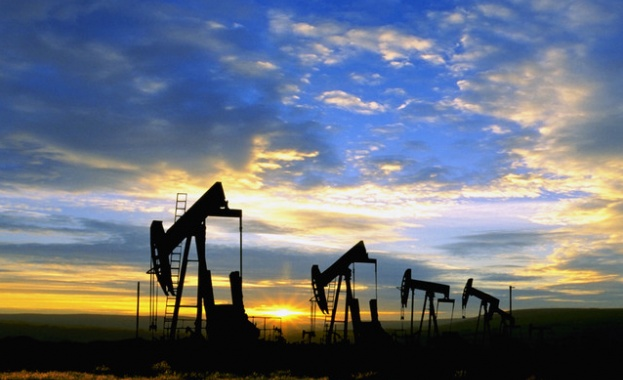 Русия и Саудитска Арабия се разбраха за удължаване на споразумението за намаляване добива на нефт