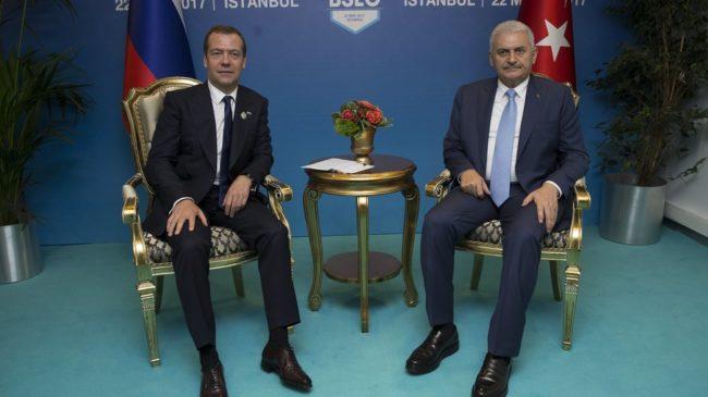 """Русия преговаря с България и Гърция за входна точка на """"Турски поток"""""""