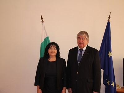 Министър Петкова и руският посланик обсъдиха сътрудничеството в енергетиката
