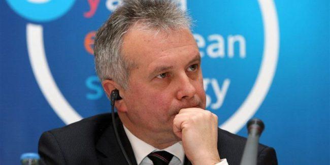 Немски политолог: Меркел трябва да поиска в Киев автономията на Донбас