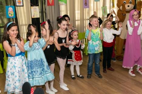 Фестивал на матрьошките събра десетки български деца в София