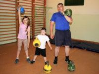 4-годишен състезател по вдигане на тежести впечатлява със сила и издръжливост (ВИДЕО)