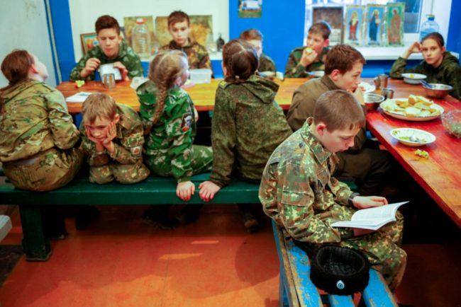 Младите лъвове: на какво учат децата в кадетското училище на Кавказ?