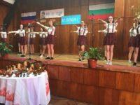 В гимназията артисти, певци и готвачи говорят на руски