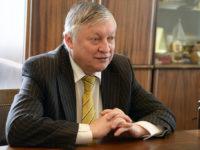 Анатолий Карпов – Шахматният политик
