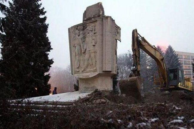 Русия и Израел осъдиха разрушаването на паметниците от Втората световна война