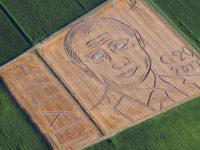 """Италиански фермер """"нарисува"""" с трактор 130-метров портрет на Путин. Видео"""
