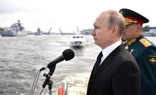Путин: Руската история е неразривно свързана с победите на нейния неустрашим флот