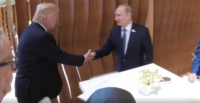 Какво говори първото ръкостискане между Путин и Тръмп?