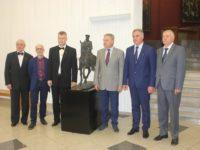 Умален модел на паметника на ген. Скобелев дари авторът му Владимир Суровцев