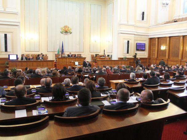 Докладът за националната сигурност, предизвикал толкова спорове, бе приет от парламента