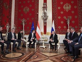 Путин проведе разговори с Австрийския канцлер в Санкт Петербург