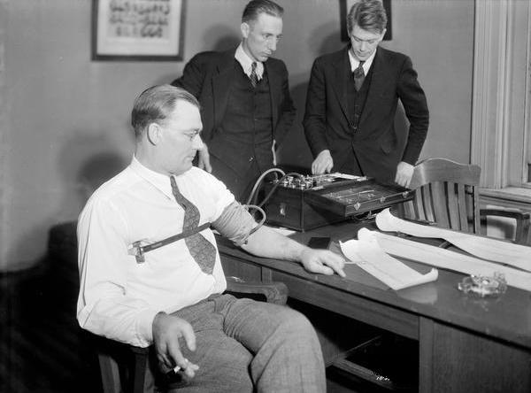 Как да измамим детектора на лъжата: методи на съветските разузнавачи